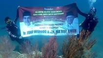 Nelayan Banyuwangi Ucapkan Selamat untuk Jokowi Dari Dasar Laut Selat Bali