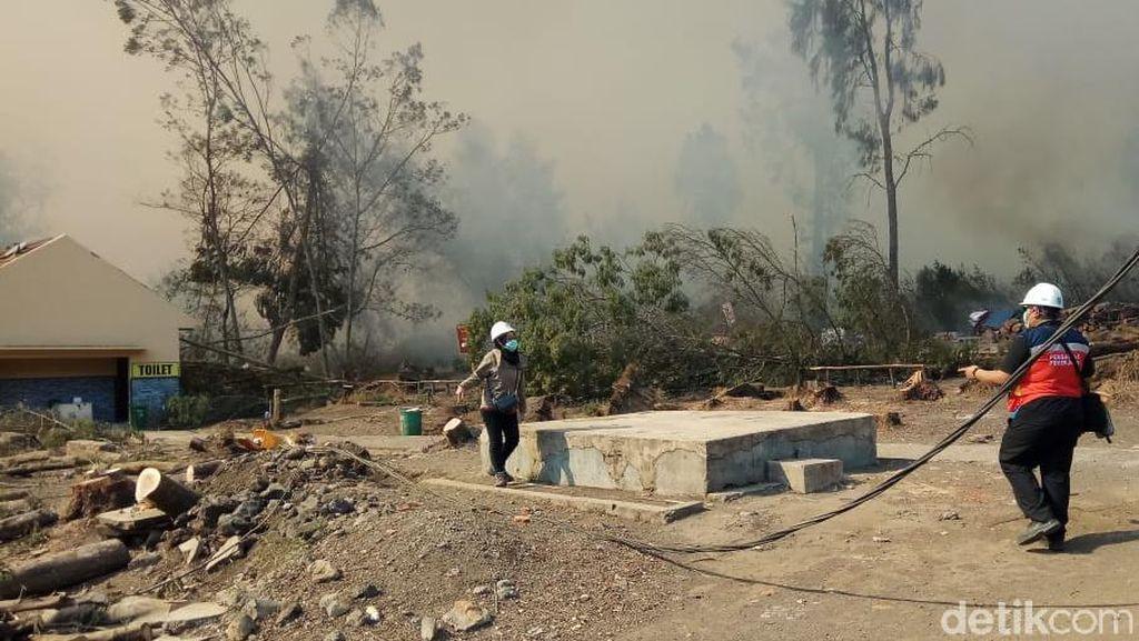 Setelah Gunung Ranti, Giliran Kawasan Kawah Ijen Terbakar Hebat