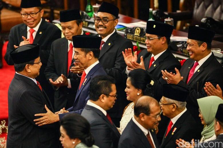 Analisis Gestur: Prabowo Legowo di Pelantikan Jokowi, Sandi Tampak Kecewa