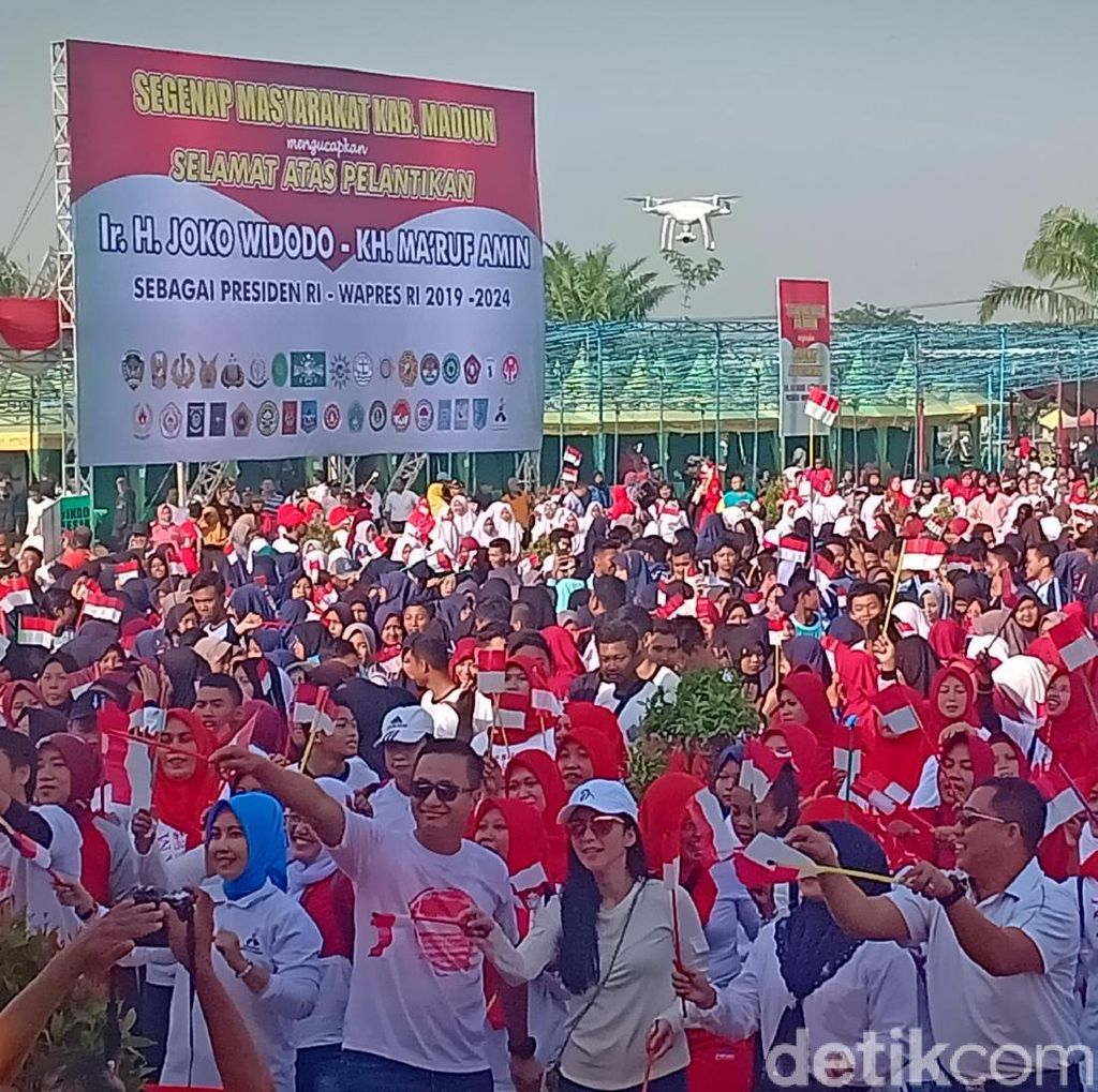 Aksi Pesilat dan Panggung Merah Putih, Persembahan Warga Madiun Untuk Jokowi