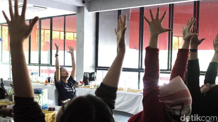 Variasi yoga bagi pengidap osteoporosis (Foto: Nabila Ulfa Jayanti/detikHealth)