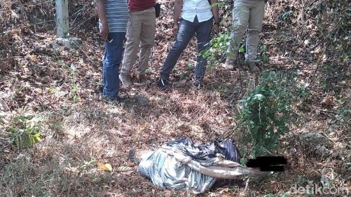Penemuan mayat perempuan tertutup cover mobil di Semarang. Foto: Dok Polres Semarang