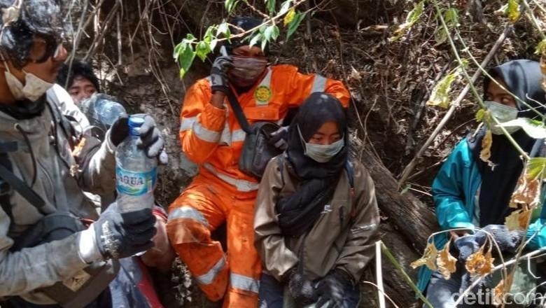 Empat Pendaki yang Terjebak Kebakaran Gunung Ranti Berhasil Dievakuasi