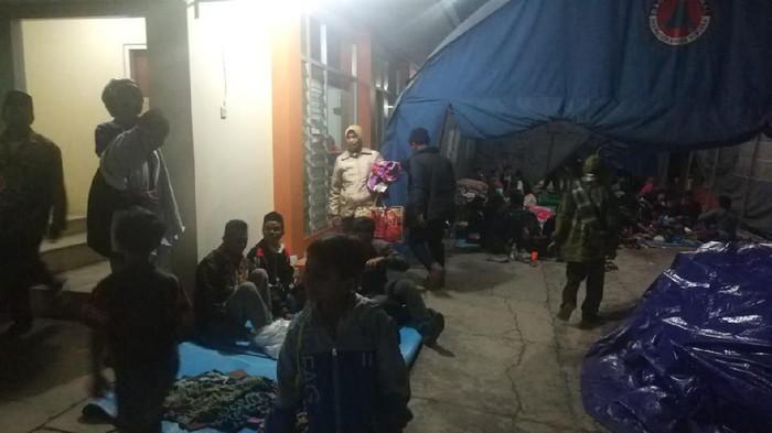 Warga terdampak angin kencang di pengungsian (Foto: Istimewa)