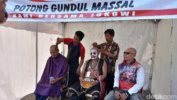 Suka Cita Warga Solo Sambut Pelantikan Jokowi, Cukur Gundul Hingga Nobar