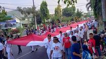 Parade Merah Putih, Ribuan Warga Jombang Kirab Bendera 50 Meter
