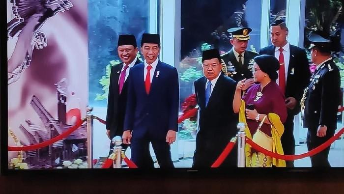 Momen terakhir Jokowi-JK. (Tangkapan layar TV Parlemen)