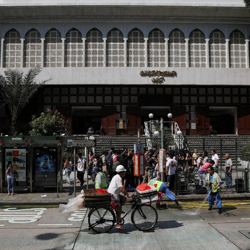 Masjid Kena Semprot Meriam Air Saat Bentrokan, Pemimpin Hong Kong Minta Maaf
