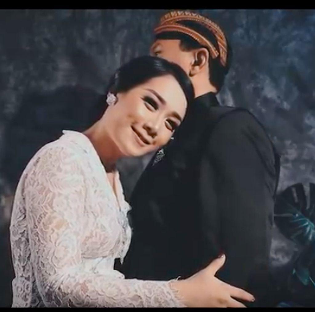 Cuplikan Momen Intim Ahok dan Puput di Sesi Foto Pernikahan