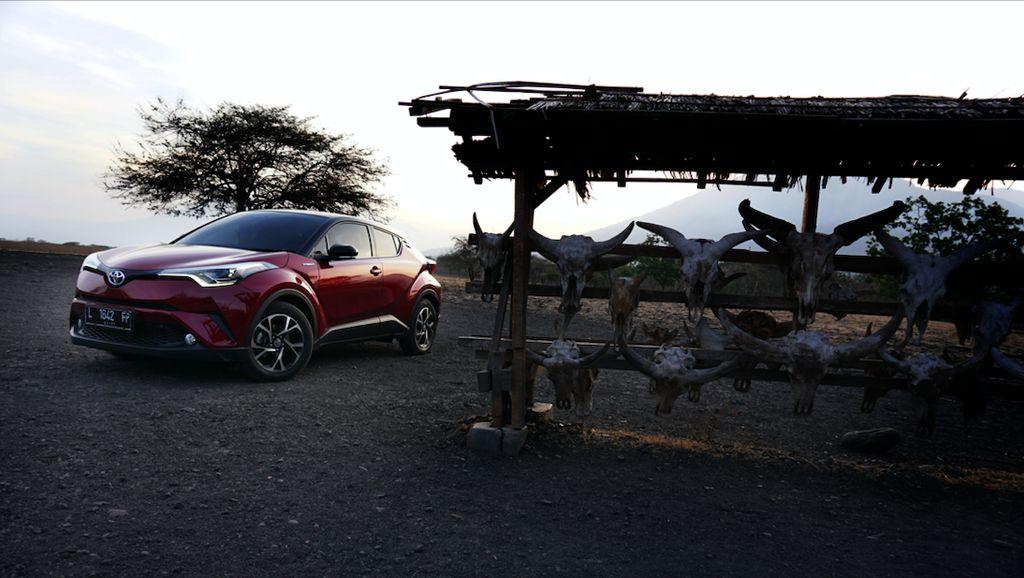 Toyota C-HR Hybrid Tawarkan Ketangguhan Mobil Ramah Lingkungan