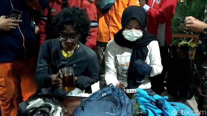 Dua pendaki yang selamat (Foto: Ardian Fanani)