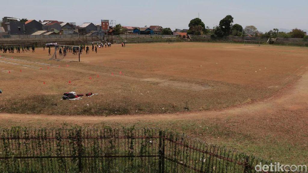 Potret Stadion Sangkuriang Cimahi yang Terbengkalai