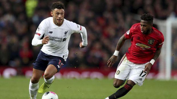 Fred (kanan) tampil penuh melawan Liverpool.