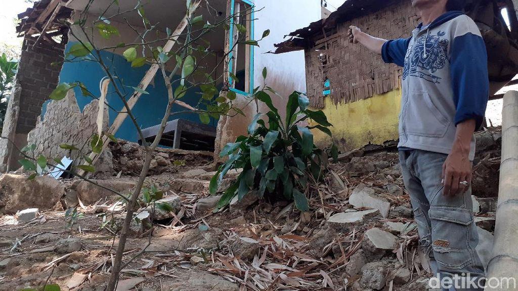 Diduga Ada Pergerakan Tanah, 2 Rumah di Cimahi Utara Nyaris Rubuh