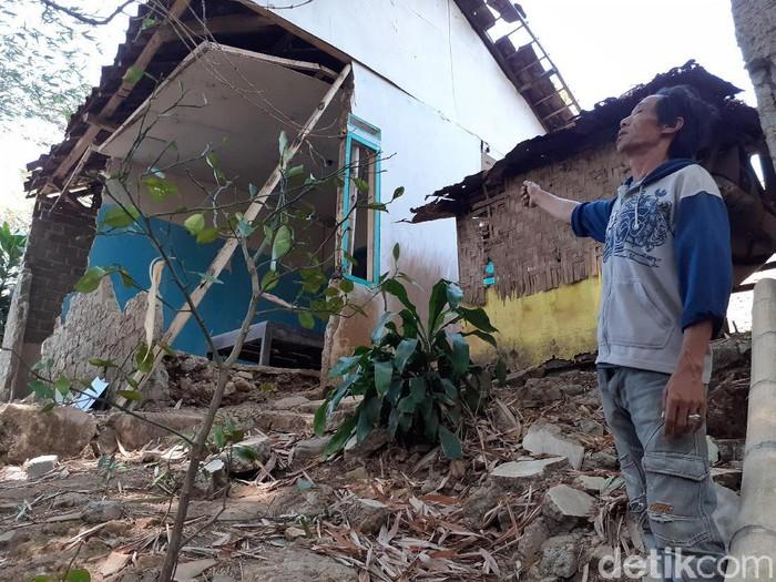 2 rumah warga di Cipageran, Cimahi, nyaris rubuh. (Foto: Yudha Maulana/detikcom)