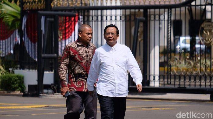 Foto: Mahfud Md tiba di Istana jelang pengumuman kabinet (Andhika Prasetia/detikcom)