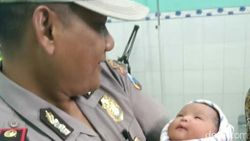 Sesosok Bayi Baru Dilahirkan Dibuang di Depan Rumah Bidan Desa