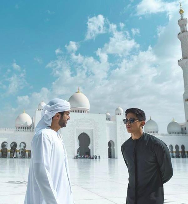 Ini saat kunjungannya ke Sheikh Zayed Mosque, Abu Dhabi. (tmsk/Instagram)