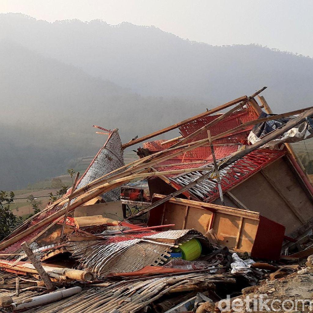 Suasana Desa Sumberbrantas yang Ditinggal Mengungsi