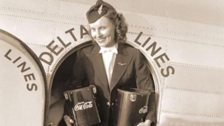 Sybil Peacock Harmon di tahun 1940 (Delta Airlines)