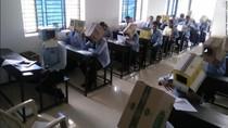 Potret Unik Siswa India Pakai Kardus di Kepala Saat Ujian