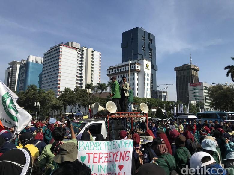Demo di Patung Kuda, Ketua BEM UGM: Banyak Janji Jokowi Tak Tertunaikan!