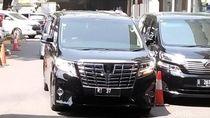 Rudiantara Masih Pakai Mobil RI 37, Bertahan di Kabinet?