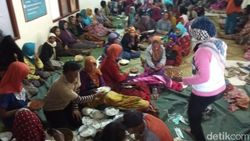 447 KK Mengungsi Akibat Angin Kencang yang Menerjang Magelang
