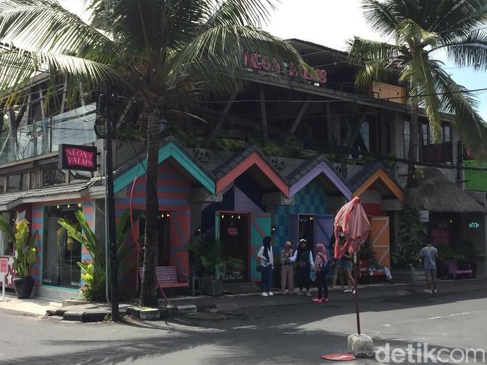 Restoran Neon Palms di Seminyak, Bali. (Foto: Daniel Ngantung/Wolipop)