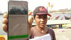 Nelayan Cilacap Pakai Aplikasi HP Saat Cari Ikan