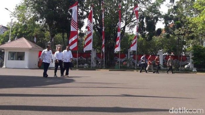Foto: Pratikno hingga Fadjroel Rachman ke Istana (Andhika Prasetia/detikcom)