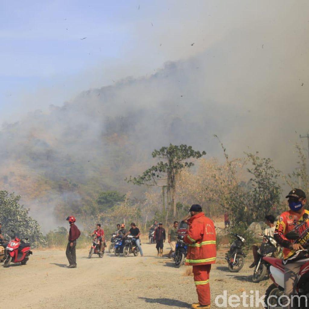 Gunung Cengkik dan Sirnalanggeng di Karawang Alami Kebakaran