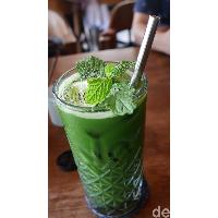 Sarapan Penuh Warna di Neon Palms Seminyak Bali