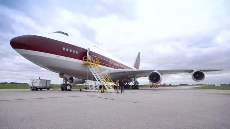 Jet pribadi ini memiliki fasilitas yang sangat mewah. Kabarnya jet pribadi ini memiiki harga sewa senilai Rp 2 triliun. (Sam Chui)