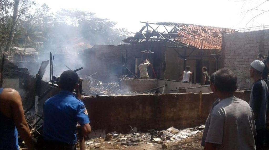 Dilalap Si Jago Merah, Bangunan Ponpes di Cianjur Rata dengan Tanah