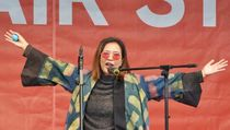 Oppie Andaresta Bermusikalisasi Puisi Jokpin di Frankfurt Book Fair