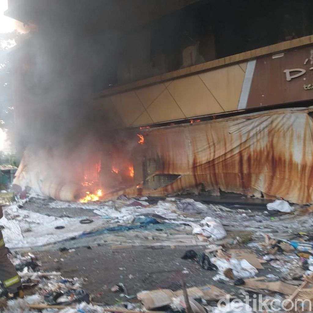 Hangus Pada 2017, Bangunan Eks Toko Tekstil di Kosambi Kembali Terbakar