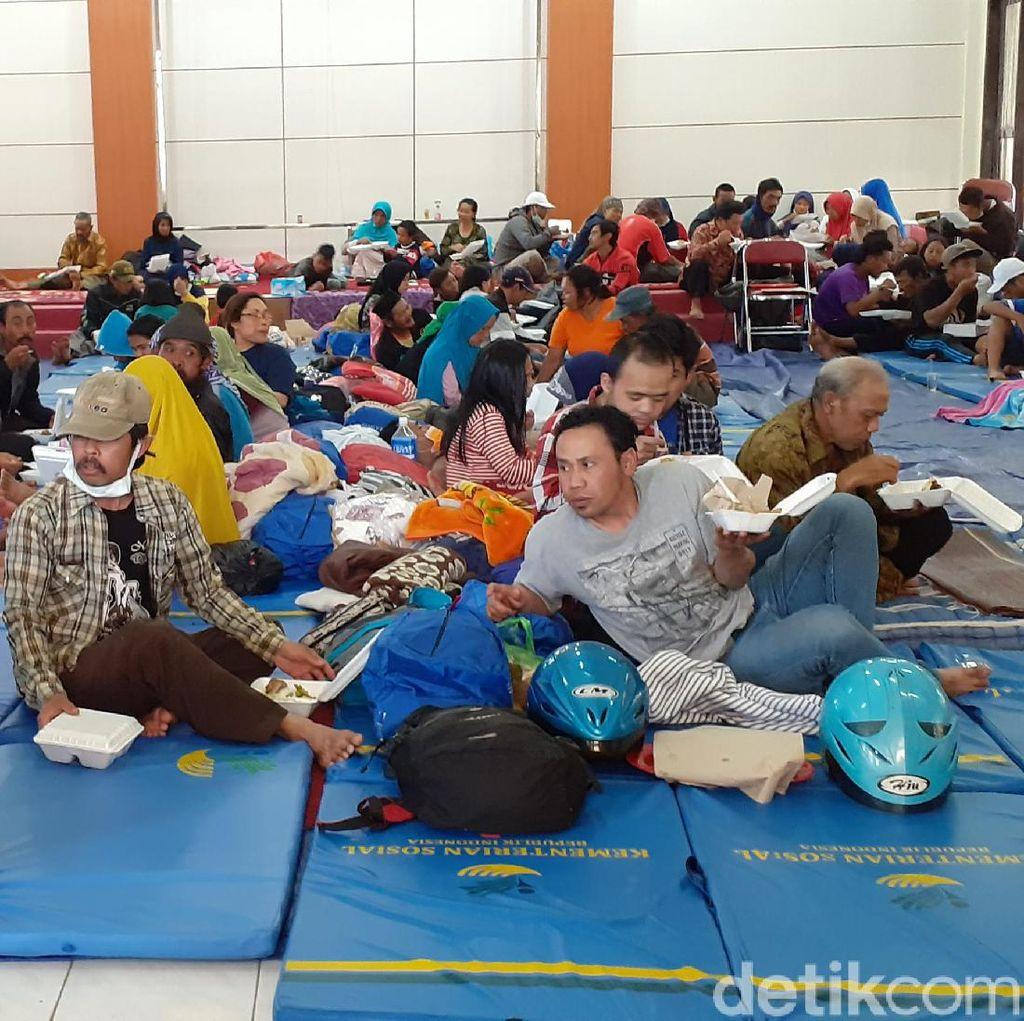 Mayoritas Pengungsi Angin Kencang di Batu Terserang ISPA dan Iritasi Mata