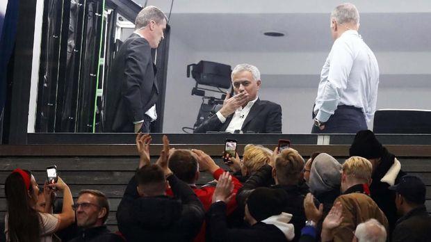 Jose Mourinho menyaksikan langsung laga MU vs Liverpool di Old Trafford sebagai komentator.