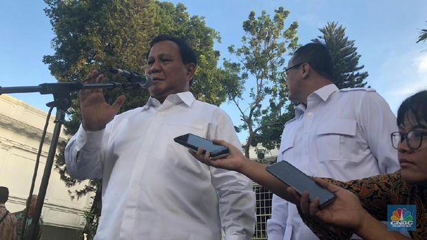 Prabowo Subianto dan Edhy Prabowo di Istana Negara (CNBC Indonesia/Chandra Gian Asmara)