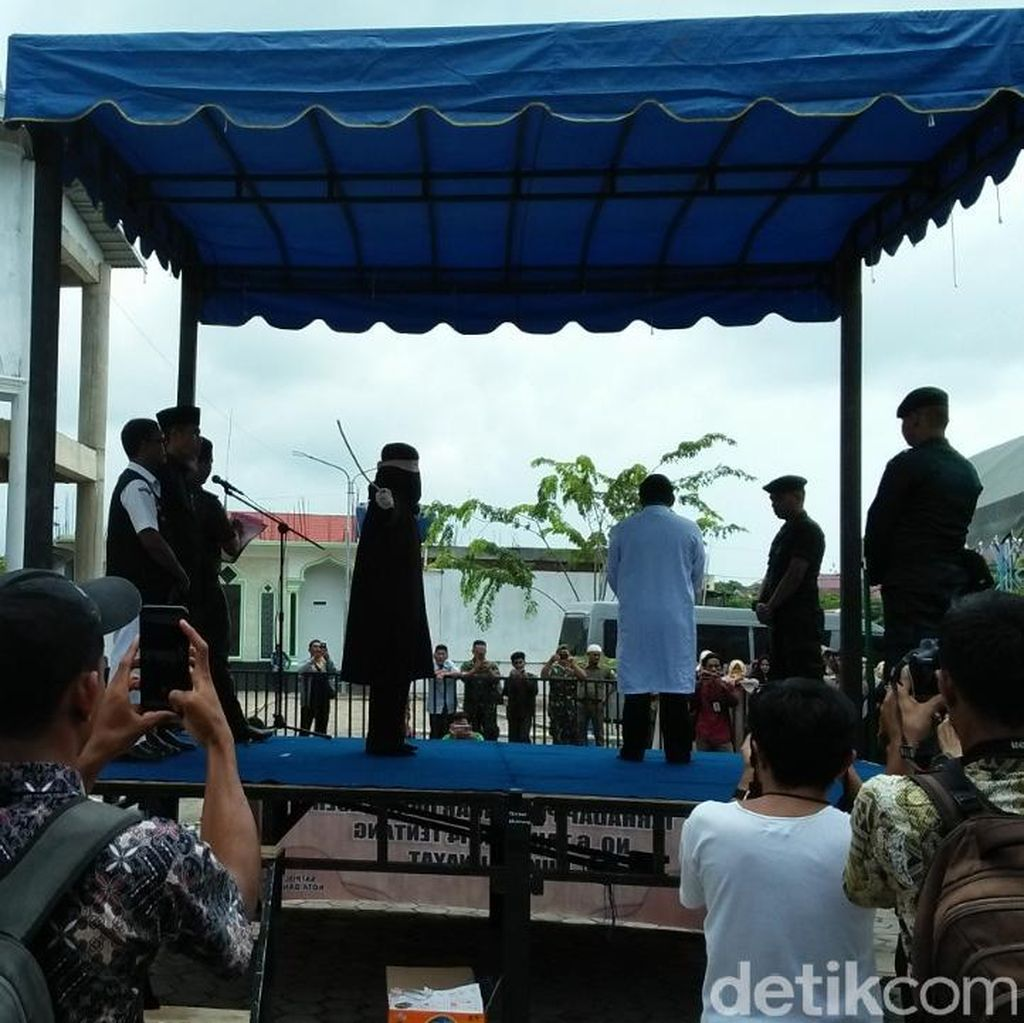Main Judi Batu Domino, 4 Sopir di Banda Aceh Dihukum Cambuk