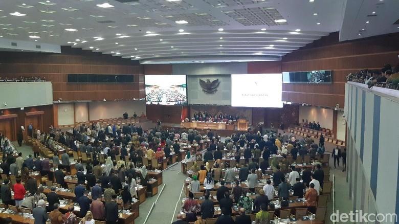 Sidang Paripurna Sahkan Formasi DPR: Komisi Tetap Ada 11