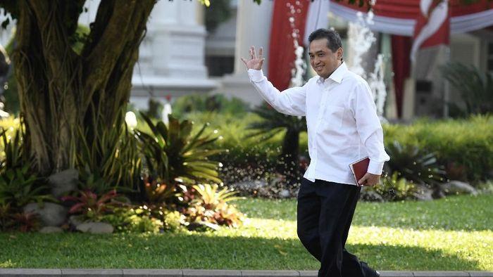Ketum PB Ikatan Anggar seluruh Indonesia Agus Suparmanto tiba Kompleks Istana Kepresidenan di Jakarta, Selasa (22/10/2019). ANTARA FOTO/Puspa Perwitasari/hp