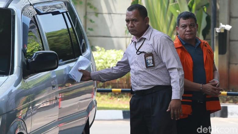 Pemeriksaan Perdana Kadis PUPR Kota Medan Isa Ansyari