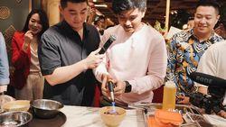 Cerita Chef Arnold Jalankan Bisnis Kuliner dengan Dua Putra Presiden