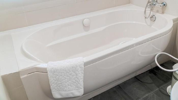 Seks di dalam air juga tetap tidak steril, meskipun di dalam bathtub. Foto ilustrasi: AwaylGl/iStock