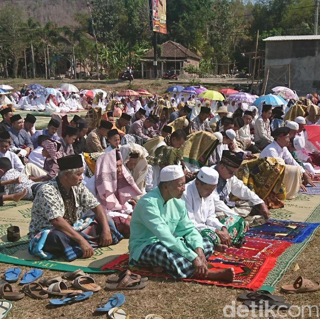 Kekeringan di 14 Kecamatan, Ratusan Warga Trenggalek Salat Istisqa