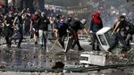 Polisi Militer Berjaga di Pusat Perbelanjaan Pascarusuh di Chile