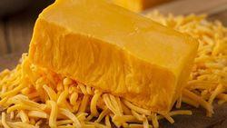 Warna Keju Cheddar Ada yang Putih dan Kuning, Apa Bedanya?