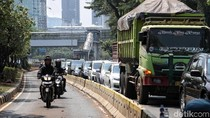 Miris Penerobos Busway Pelat Merah Ditegur Malah Marah